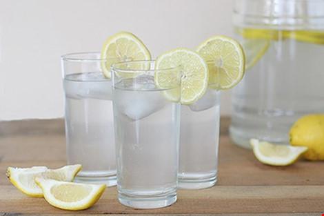Các tác hại không ngờ khi uống nước chanh giảm cân